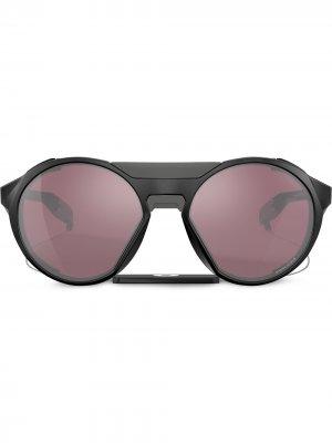 Солнцезащитные очки в массивной круглой оправе Oakley. Цвет: черный