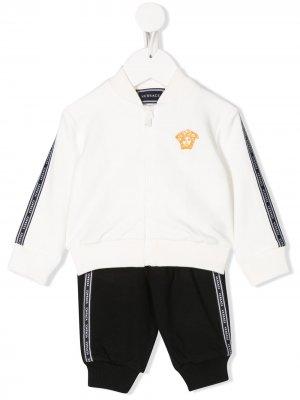 Спортивный костюм Mad с логотипом Young Versace. Цвет: белый