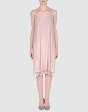 Платье длиной 3/4 HOLLY GOLIGHTLY. Цвет: розовый
