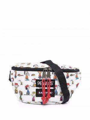 Поясная сумка Peanuts Woodstock с графичным принтом Eastpak. Цвет: белый