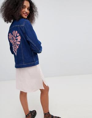 Джинсовая куртка с вышивкой Monki. Цвет: синий