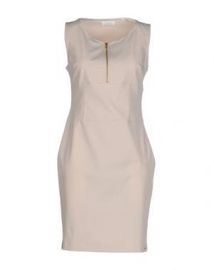 Короткое платье DEKKER. Цвет: слоновая кость