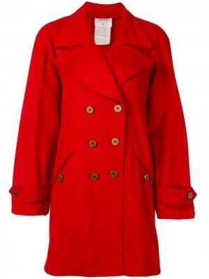 Двубортное пальто 1993-го года с логотипом CC Chanel Pre-Owned. Цвет: красный