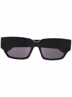 Солнцезащитные очки в прямоугольной оправе Alexander McQueen. Цвет: черный