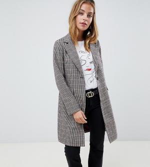 Приталенное пальто в клетку New Look Petite. Цвет: коричневый