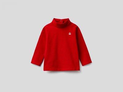 Водолазка с лого Benetton. Цвет: красный