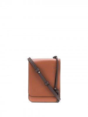 Кошелек с ремешком на шею и тисненым логотипом LOEWE. Цвет: коричневый