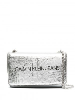 Сумка через плечо с логотипом Calvin Klein. Цвет: серебристый