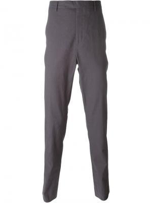 Зауженные к низу брюки Kris Van Assche. Цвет: серый
