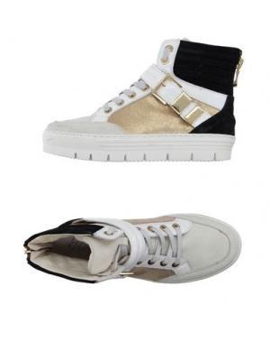 Высокие кеды и кроссовки HENNE. Цвет: белый