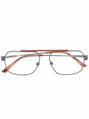 Очки CK18106 в прямоугольной оправе Calvin Klein. Цвет: серый