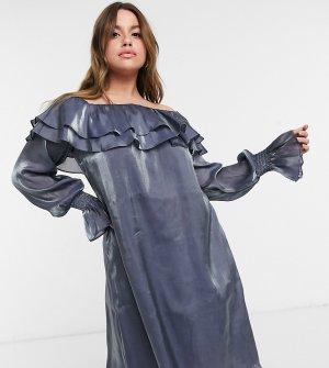Серебристое платье с открытыми плечами и эффектом металлик Plus-Серебряный Elvi