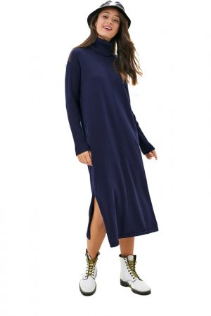 Платье вязаное URBAN TIGER. Цвет: темно-синий