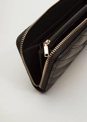 Стеганый бумажник с логотипом - Sevilla Mango. Цвет: черный
