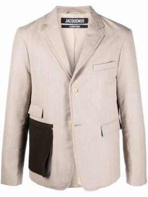 Строгий пиджак с контрастным карманом Jacquemus. Цвет: нейтральные цвета