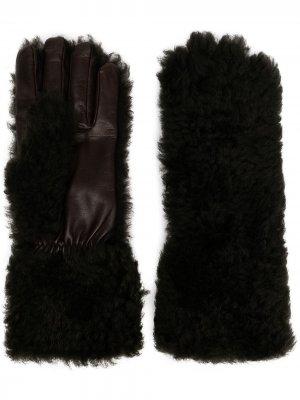 Фактурные перчатки Bottega Veneta. Цвет: серый