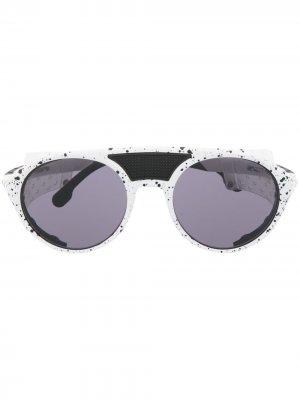 Солнцезащитные очки в круглой оправе Carrera. Цвет: белый