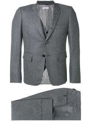 Строгий костюм-тройка Thom Browne. Цвет: серый