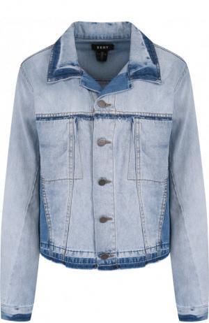 Укороченная джинсовая куртка с потертостями DKNY. Цвет: голубой