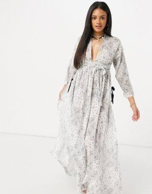 Пляжное платье макси в стиле бохо с длинными рукавами из жатого материала принтом банданы -Многоцветный ASOS DESIGN