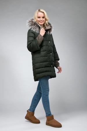 Модный женский пуховик с мехом енота AFG. Цвет: хаки