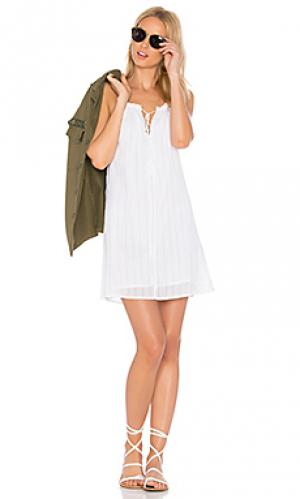 Платье isle Obey. Цвет: белый