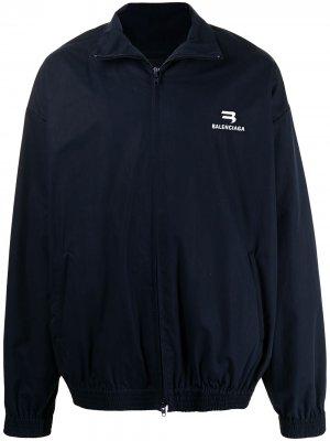 Куртка с воротником-воронкой и вышитым логотипом Balenciaga. Цвет: синий