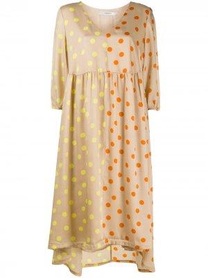 Платье миди Evelina в горох Gestuz. Цвет: нейтральные цвета