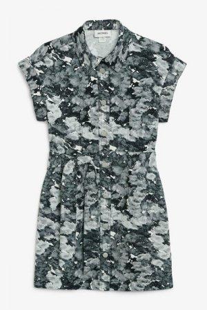 Джинсовое платье-рубашка мини Monki. Цвет: синий, разноцветный