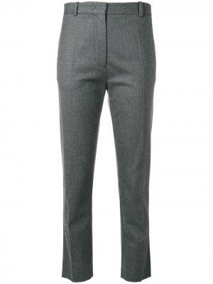 Укороченные брюки слим Joseph. Цвет: серый