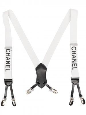 Подтяжки 1990-х годов с логотипом Chanel Pre-Owned. Цвет: белый