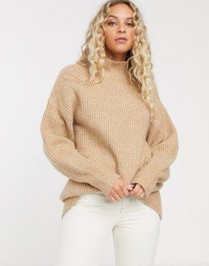 Бежевый свитер в рубчик с высоким воротником Monki