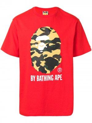 Футболка 1st Camo с логотипом A BATHING APE®. Цвет: красный