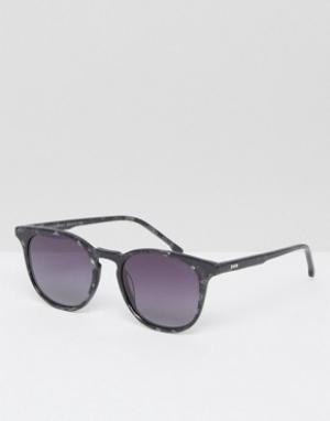 Солнцезащитные очки в квадратной оправе цвета черного мрамора T Komono. Цвет: черный