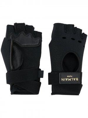 Перчатки-митенки из коллаборации с Balmain Puma. Цвет: черный