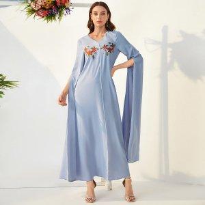 Платье с длинным рукавом, цветочной вышивкой и фестончатой отделкой SHEIN. Цвет: нежно-голубой
