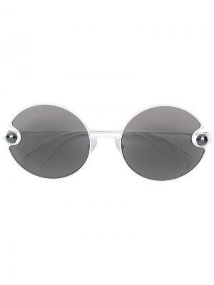Солнцезащитные очки в круглой оправе с жемчугом Christopher Kane Eyewear. Цвет: белый