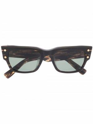 Солнцезащитные очки B-IV в массивной оправе Balmain Eyewear. Цвет: коричневый