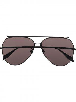 Солнцезащитные очки-авиаторы с затемненными линзами Alexander McQueen Eyewear. Цвет: черный