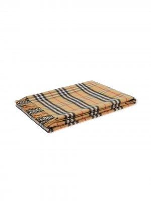 Клетчатое одеяло с бахромой Burberry Kids. Цвет: нейтральные цвета