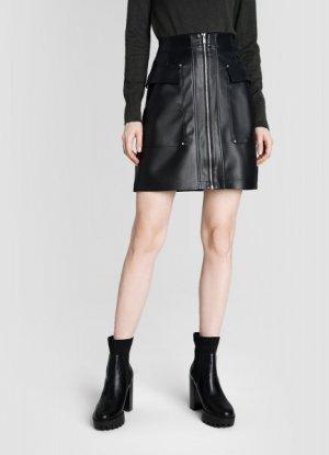 Кожаная юбка с накладными карманами O`Stin. Цвет: черный
