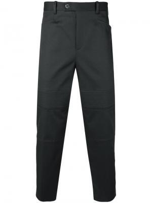 Классические брюки с декором в байкерском стиле Neil Barrett. Цвет: серый