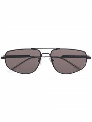 Солнцезащитные очки в геометричной оправе Bottega Veneta. Цвет: черный