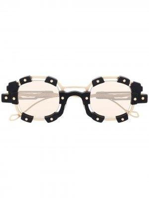 Солнцезащитные очки в круглой оправе Kuboraum. Цвет: золотистый