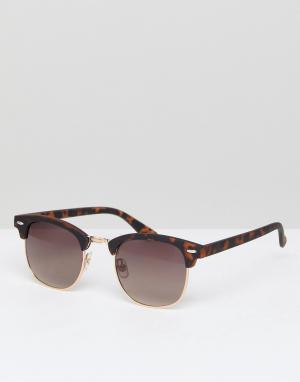 Солнцезащитные очки в коричневой черепаховой оправе River Island. Цвет: коричневый