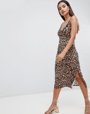 Платье-комбинация миди с леопардовым принтом ASOS DESIGN. Цвет: мульти