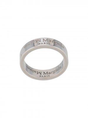 Кольцо с гравированным логотипом Maison Margiela. Цвет: серебристый