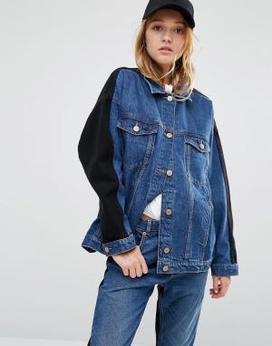 Джинсовая oversize‑куртка в стиле колор блок Monki. Цвет: темно-синий