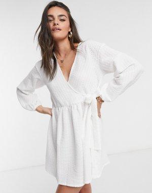 Платье мини цвета слоновой кости с запахом -Белый ASOS DESIGN
