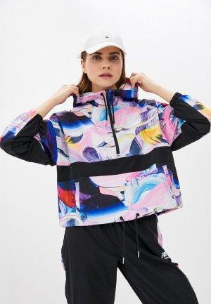 Ветровка New Balance NB Athletics Printed Anorak Jacket. Цвет: разноцветный